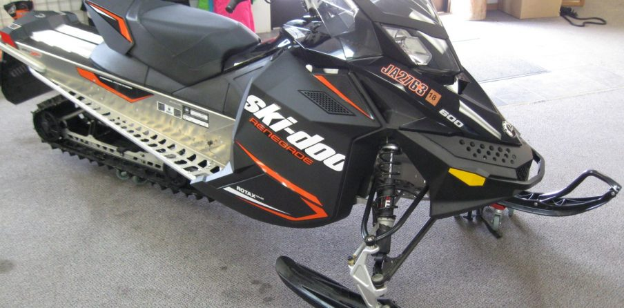 2016 Skidoo Rev XP Renegade Sport 600 Snowmobile for sale Seaberg Motorsports Crosslake MN Front right orange black