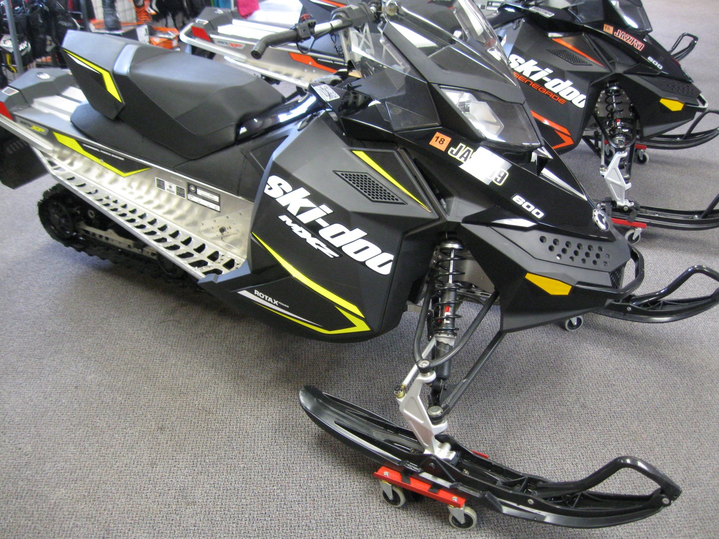2016 Skidoo Rev XP MXZ 600 Sport Snowmobile for sale Seaberg Motorsports Crosslake Minnesota Black and yellow