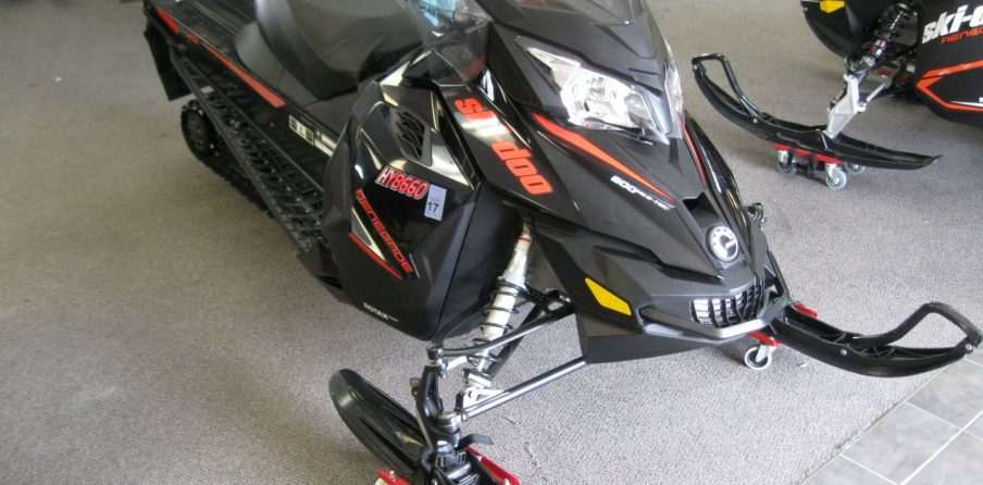2015 Ski-Doo MXZ Renegade 600 E-Tec Snowmobile for sale eagan mn Seaberg Motorsports Crosslake MN front quarter Left