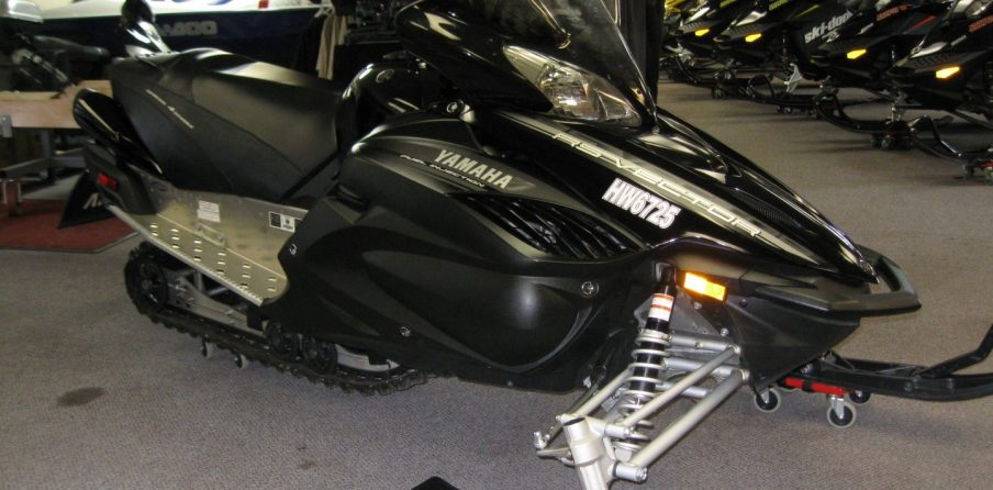 2012 Yamaha RS Vector Snowmobile front quarter view black for sale minneapolis mn seaberg motorsports