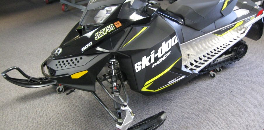 2016 Skidoo Rev XP MXZ 600 Sport Snowmobile for sale Seaberg Motorsports Crosslake Minnesota front left